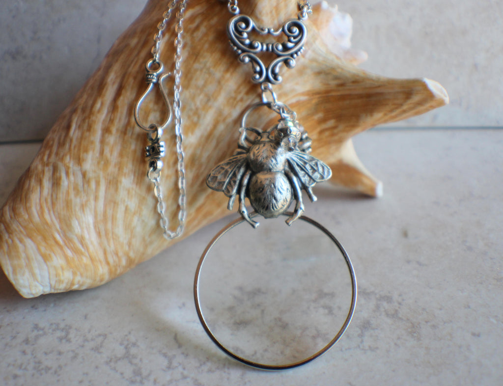 Bumblebee Magnifying Glass Pendnat