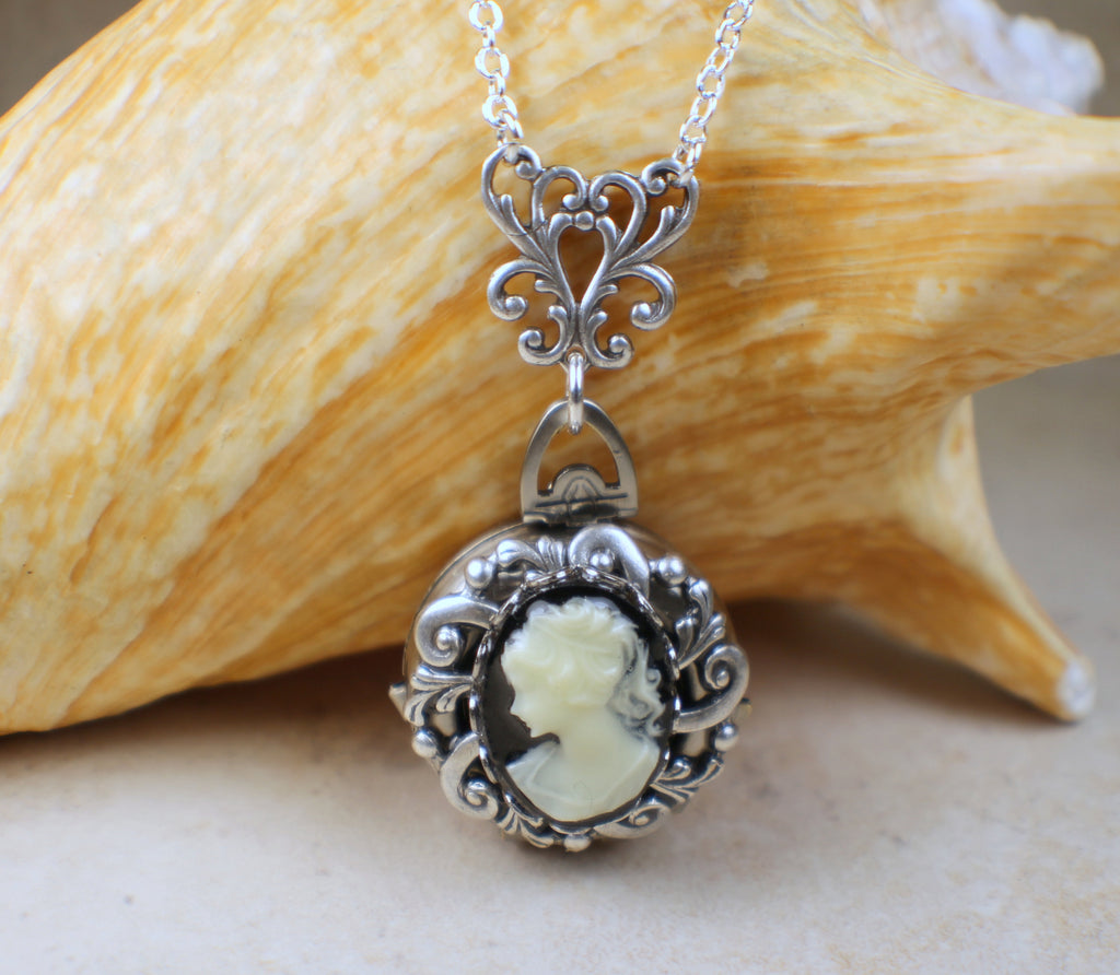 Victorian Lady Cameo Photo Locket Silver