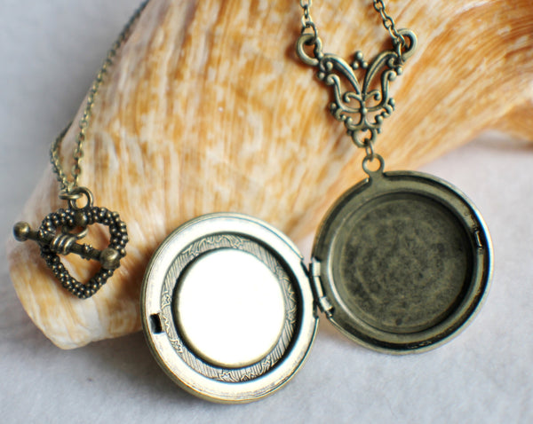 Lion photo locket, round bronze locket with lion on front cover. - Char's Favorite Things - 4