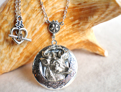 Deer photo locket, round silver tone locket with deer on front cover. - Char's Favorite Things - 1