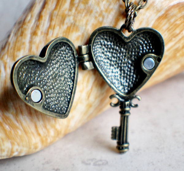 Bumble bee heart key photo locket, heart shaped bronze key locket with a bumble bee on front cover. - Char's Favorite Things - 4