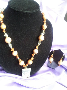 Earthlink wood and agate stone give a earth tone and look to make that natural look.