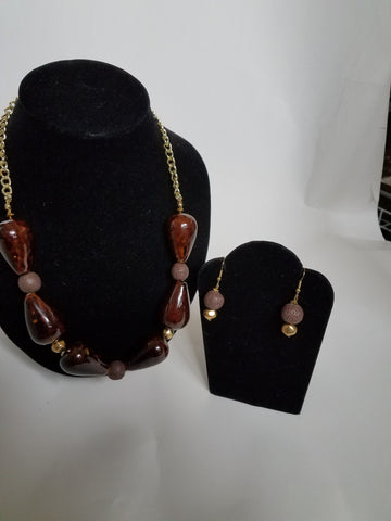 "<img src=""brown-bead-necklace-set-for-sale.jpg"" alt=""brown beaded necklace set"" title=""Beehive""  />"