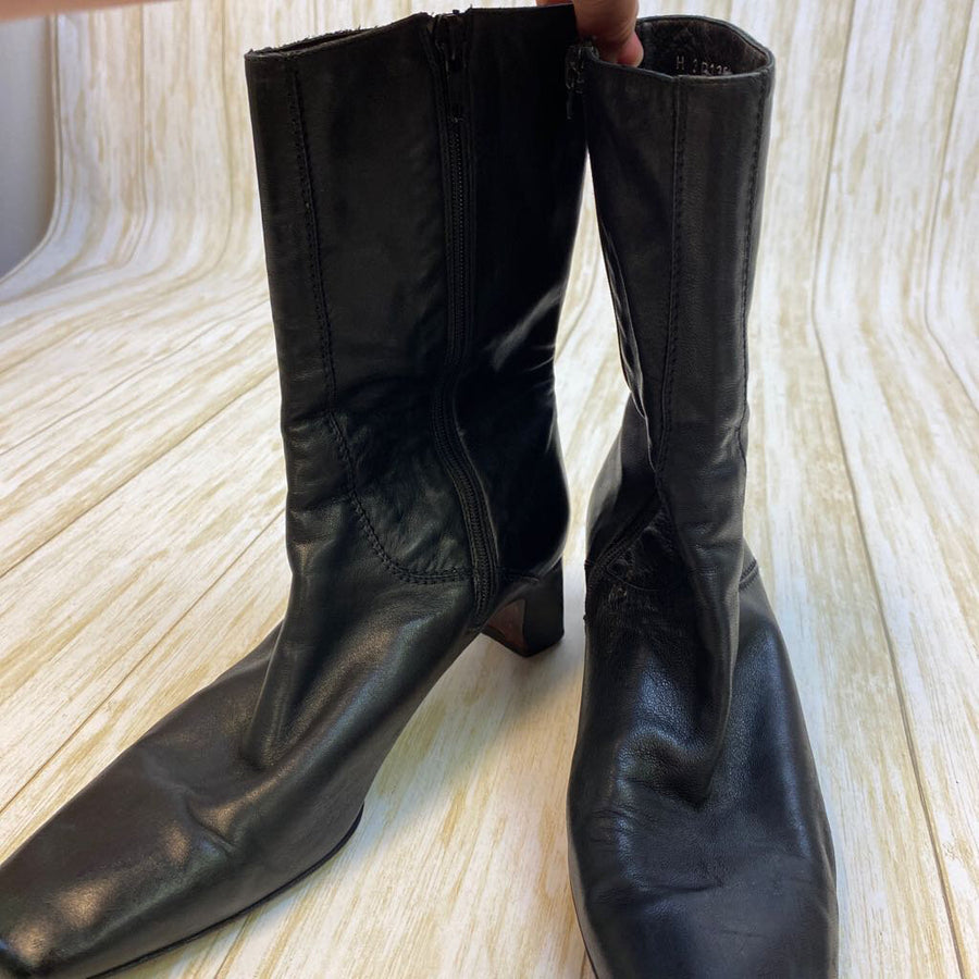 Cole Hahn Booties/Boots Black 7.5 C