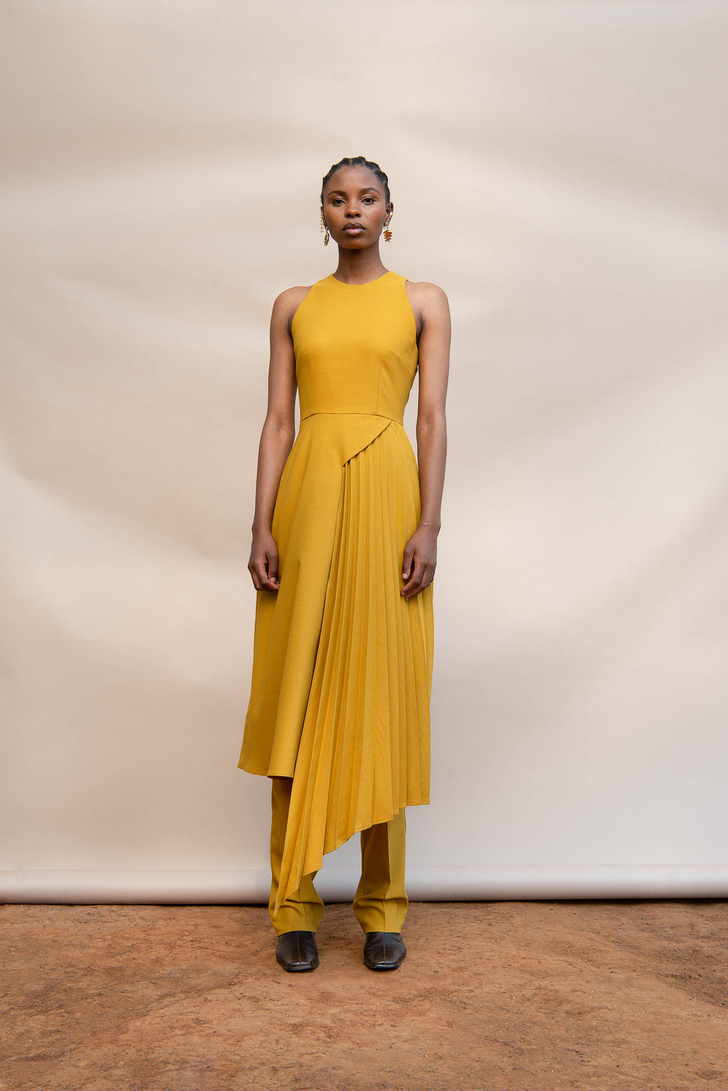 MMUSOMAXWELL SIDE PLEAT DRESS WOOL GOLD