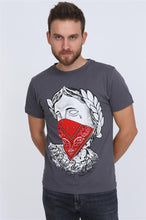 Load image into Gallery viewer, Grey Thug Ceasar Red Bandana Printed Men Cotton T-Shirt Tee Top Timya Wholesale S-Ponder