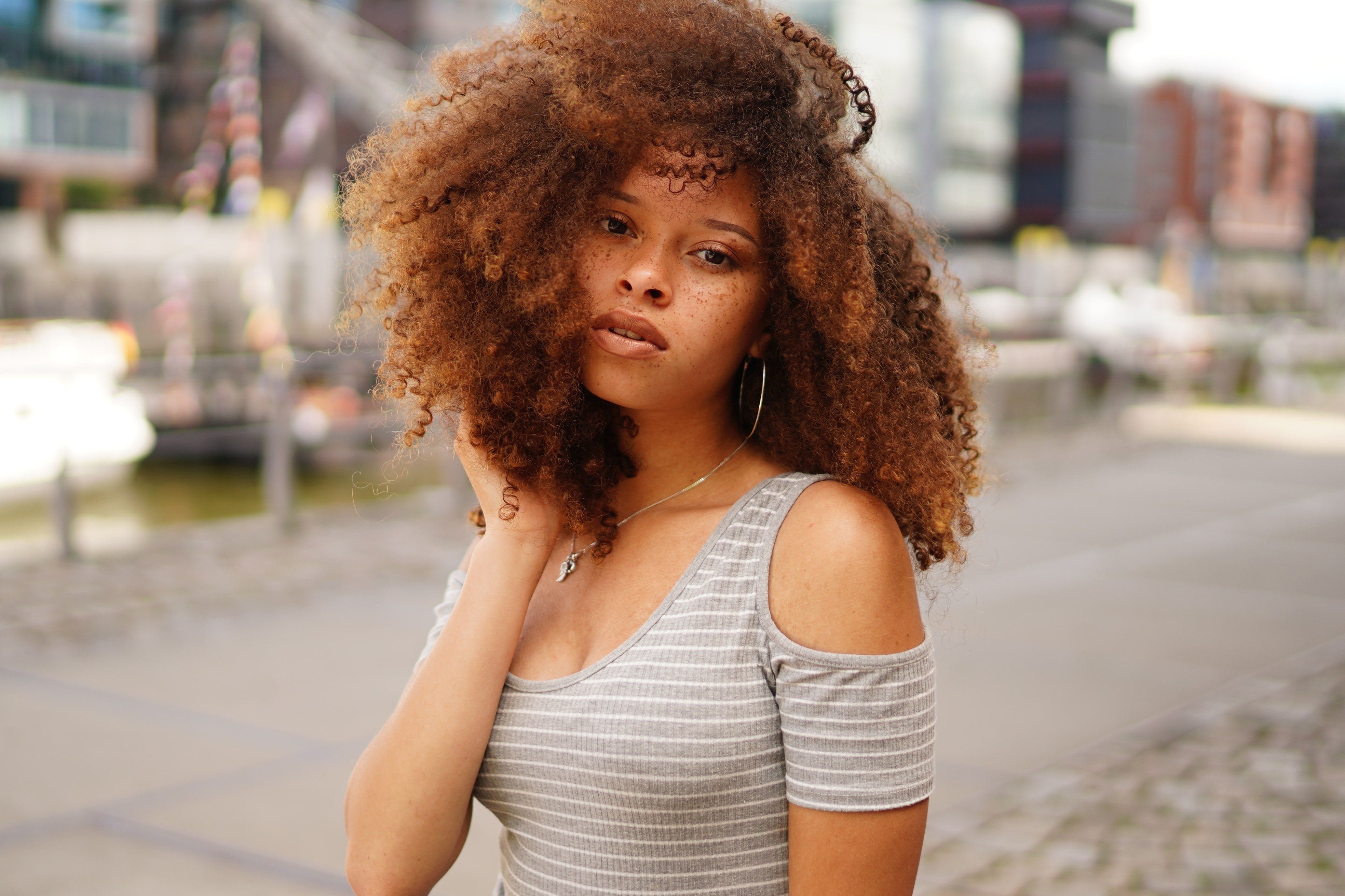 Femme perruque afro