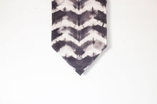 Load image into Gallery viewer, Raw Silk Chevron Table Runner - Gray