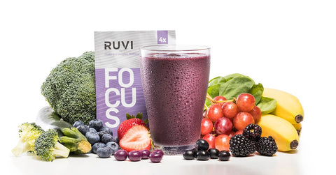 Ruvi Focus smoothie surrounded by bananas, broccoli, strawberry, blueberry, maqui berry, and acai berry