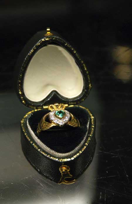 10k Yellow or White Gold Claddagh Ring