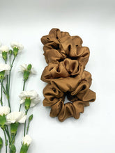 Load image into Gallery viewer, SILK SCRUNCHIE