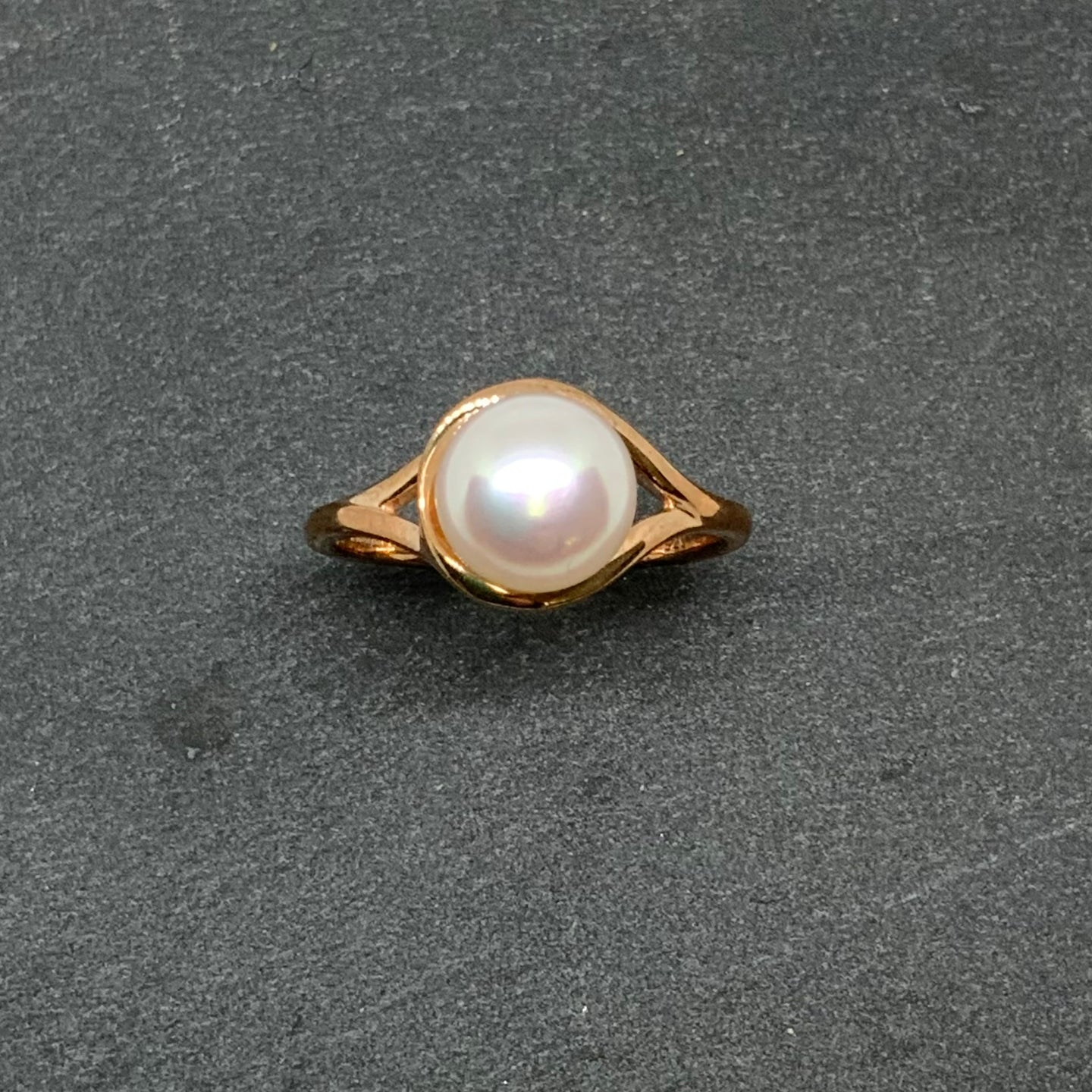 9ct Red Gold Fresh Water Pearl Ring