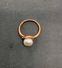 Load image into Gallery viewer, 9ct Red Gold Fresh Water Pearl Ring