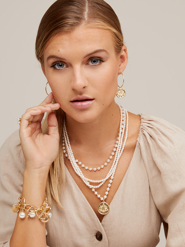 Charming Pearl Collar Necklace