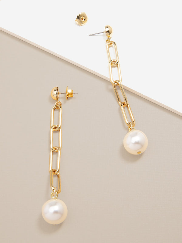 Simply Sophisticated Pearl Drop Earring