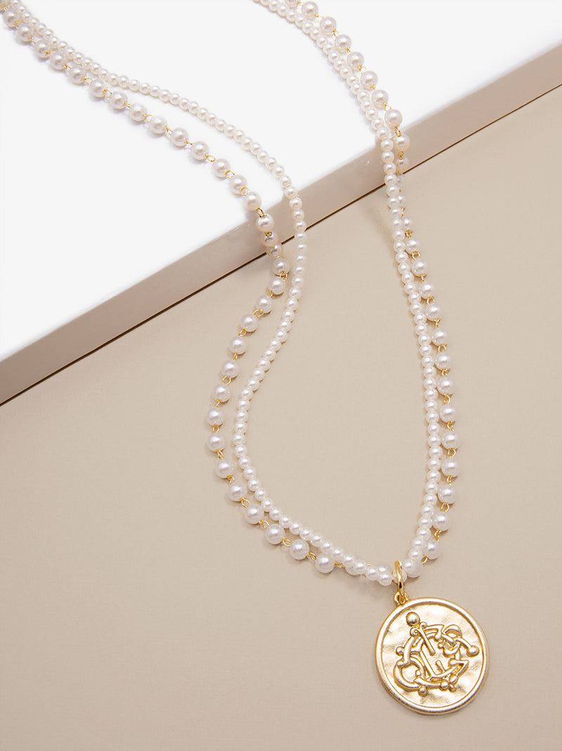 Charming Pearl Pendant Necklace