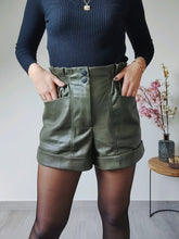 Afbeelding in Gallery-weergave laden, Leatherlook high waist short - Khaki