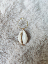 Afbeelding in Gallery-weergave laden, Sea shell earring