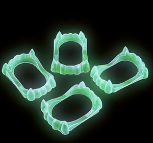 Glow In Dark Fangs