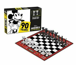 Disney: Mickey Mouse Chess Set