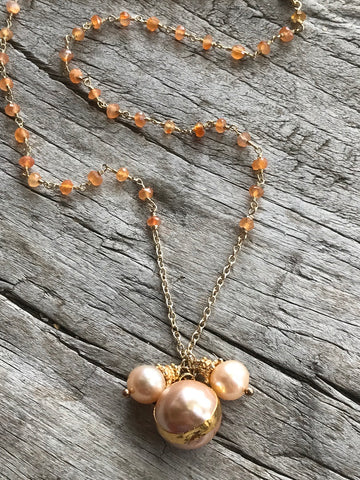 PEACH FRESH WATER PEARL AND CARNELIAN NECKLACE BY SAGE MACHADO, PEACH PEARL AND CARNELIAN GOLD NECKLACE
