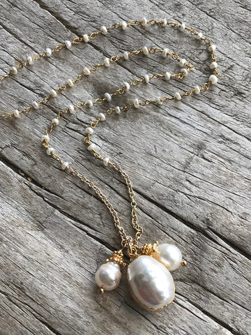 WHITE FRESH WATER PEARL AND WHITE PEARLS NECKLACE BY SAGE MACHADO, WHITE PEARL GOLD NECKLACE