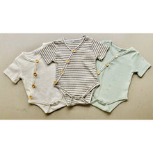 Load image into Gallery viewer, Preorder | short sleeve baby bodysuit with wood look buttons | ribbed | grey stripe
