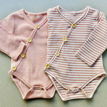 Load image into Gallery viewer, long sleeve baby bodysuit with wooden look buttons  | ribbed material | dusty pink