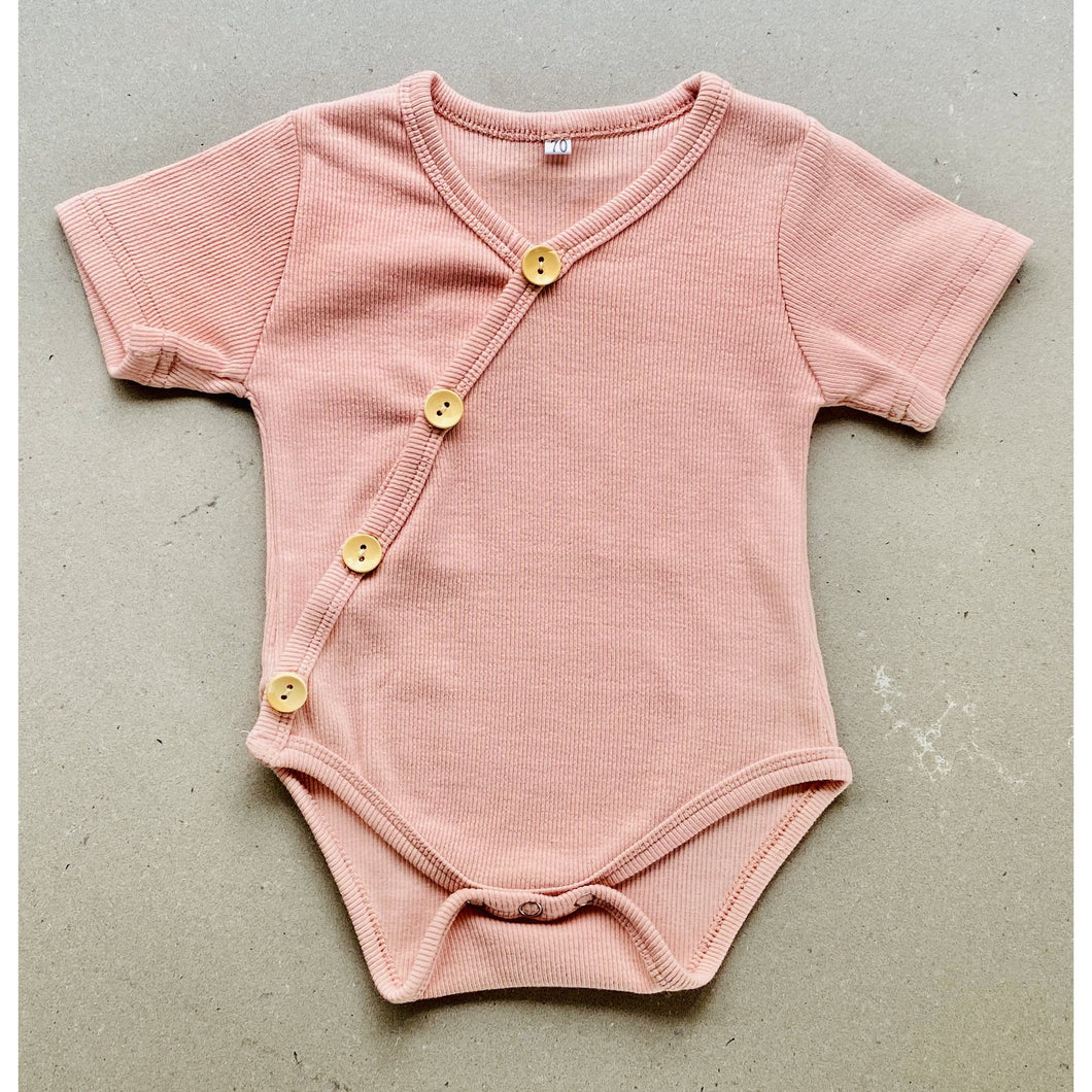 short sleeve baby bodysuit with wooden look buttons  | ribbed | dusty pink