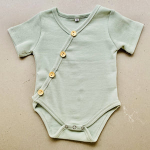 Preorder | short sleeve baby bodysuit with wood look buttons | ribbed | sage