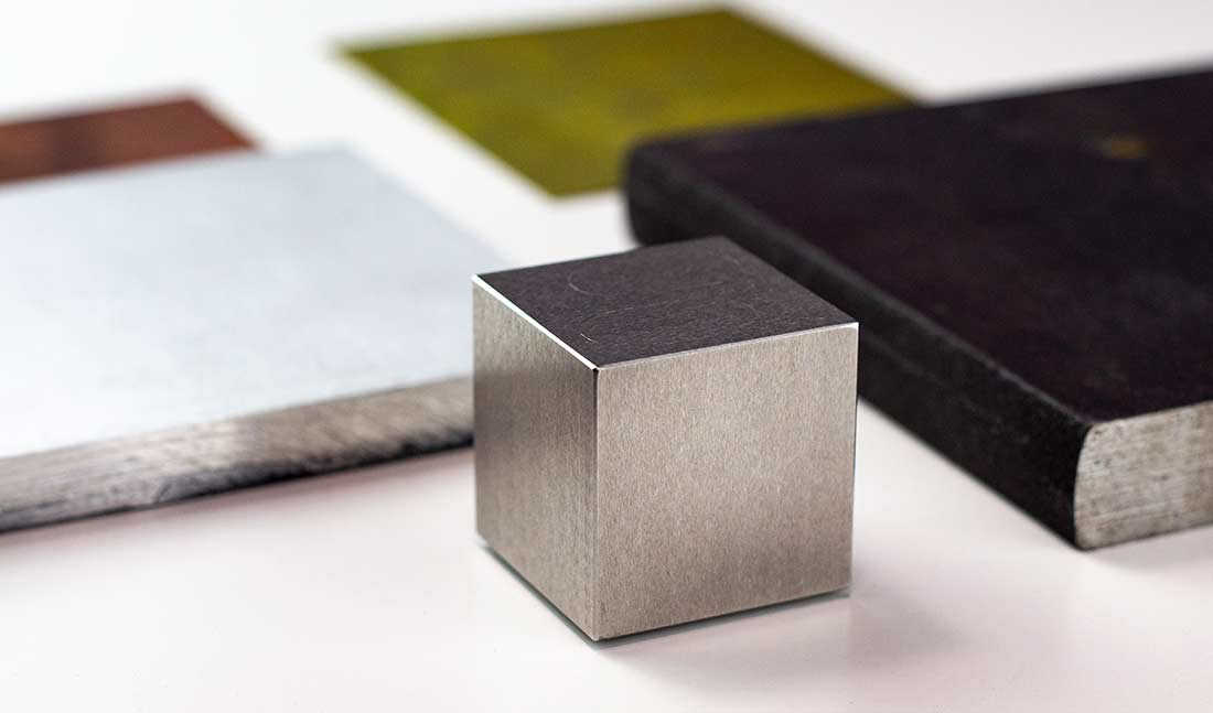 Metmo Cube with metal textures