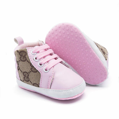 Fashionable crib shoes