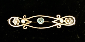 Brooch, antique bar, Edwardian, with acquamarine stone & pearls, 9 kt rose gold, Dressage