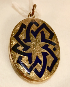 Locket, 9 kt gold with cobalt blue enamel inlay