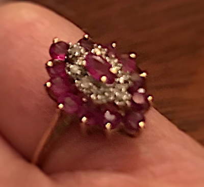 Ring, 10 kt gold cocktail ring with rubies & diamonds