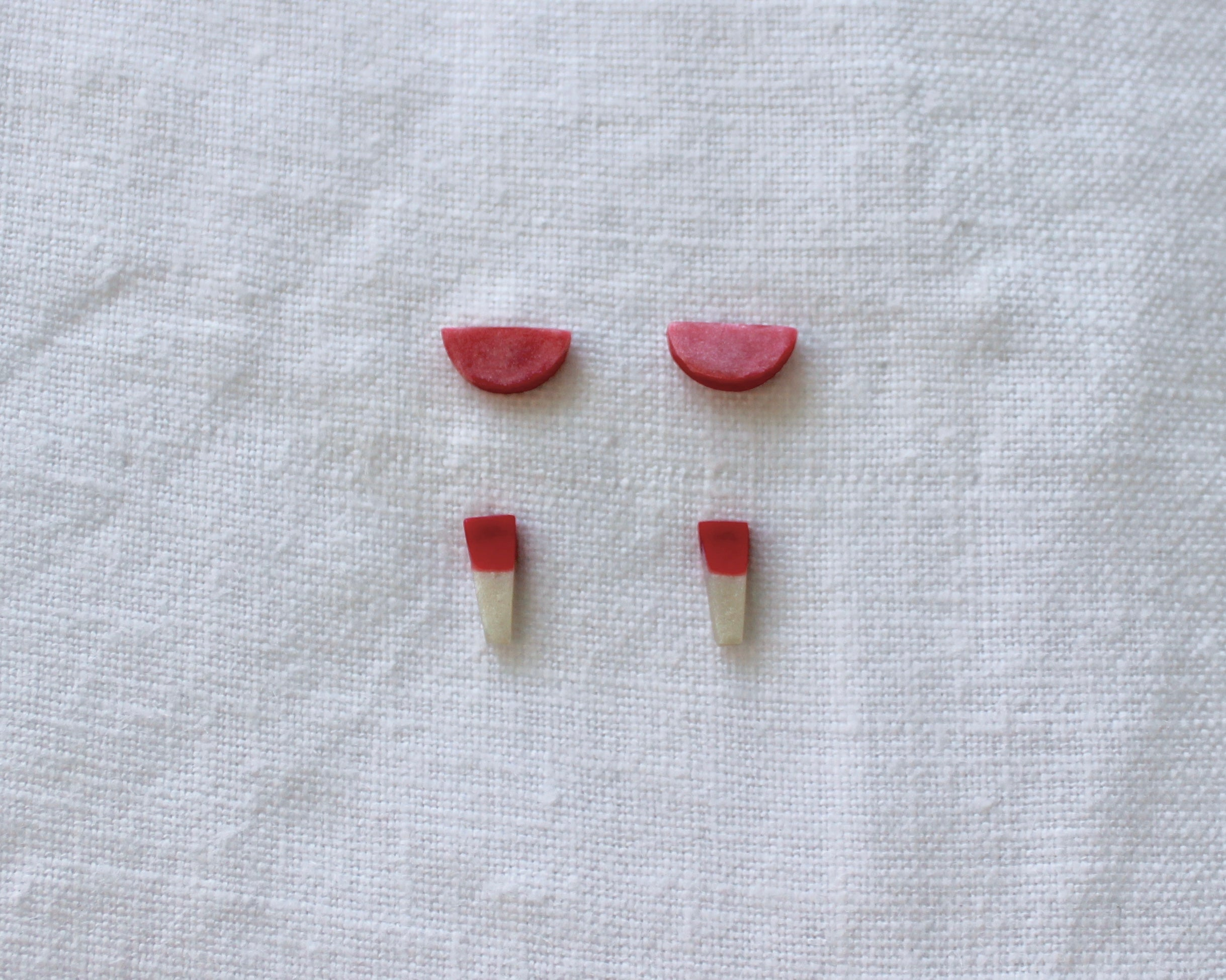 Lunar studs red (2 pack)