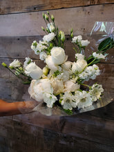 Load image into Gallery viewer, GIF Signature Bouquet