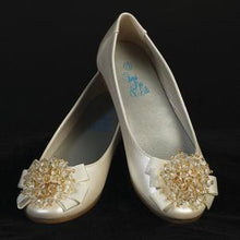 Load image into Gallery viewer, Ivory Flower Girls Shoe