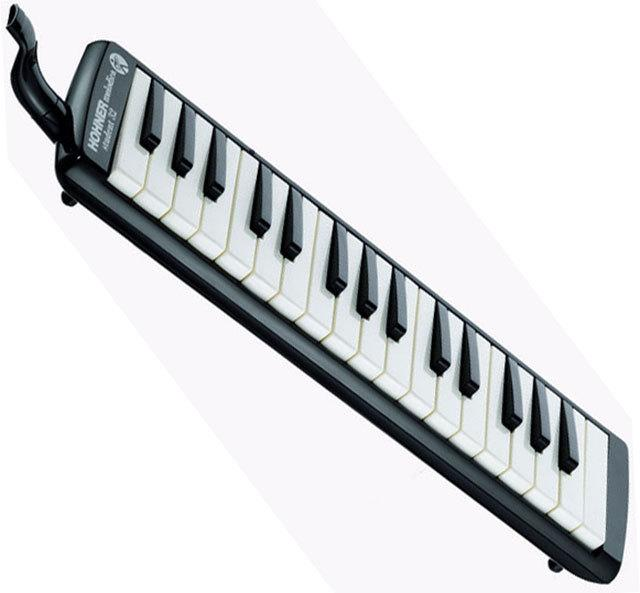 Hohner Student 32 Key Melodica in Black/White.