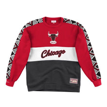 Load image into Gallery viewer, Chicago Bulls Mitchell & Ness Scorer Fleece Crew Sweatshirt