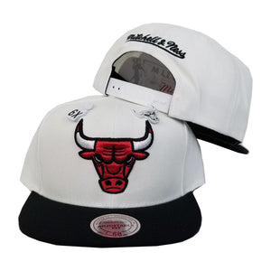 Exclusive Mitchell & Ness Dual Metal Pin White / Black Chicago Bulls Snapback