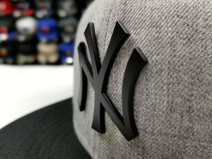 Exclusive New Era MLB Grey/ Black New York Yankee Black Metal Logo Fitted Hat