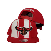 Load image into Gallery viewer, Mitchell & Ness Red / White Atlanta Hawks Snapback Hat