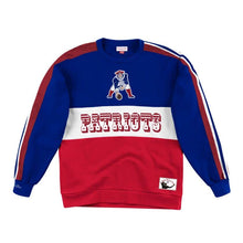 Load image into Gallery viewer, New England Patriots Mitchell & Ness Scorer Fleece Crew Sweatshirt