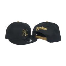 Load image into Gallery viewer, New Era Black New York Yankees Gold Metal Badge Snapback hat