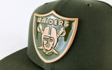 Load image into Gallery viewer, New Era NFL Oakland Raiders Metal Badge Olive Green 9Fifty Snapback