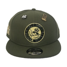 Load image into Gallery viewer, New Era New York Yankees 1949 World Series Metal Badge Dual pin Olive Green Snapback