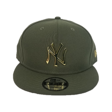 Load image into Gallery viewer, New Era Olive Green New York Yankees Gold Metal Badge Snapback hat