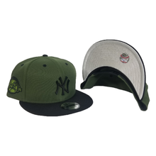 Load image into Gallery viewer, New Era Rifle Green - Black New York Yankees Black Metal Badge Snapback hat