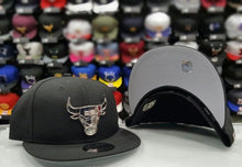 Load image into Gallery viewer, New Era NBA Silver Metal Badge Logo Black Chicago Bulls 9fifty snapback